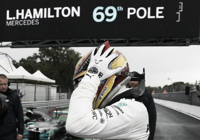Abajo de la lluvia, Hamilton manda