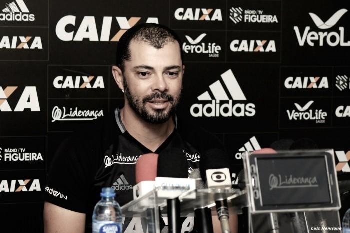 """Interino, técnico Márcio Coelho comemora vitória segura do Figueirense: """"Sofremos pouco"""""""