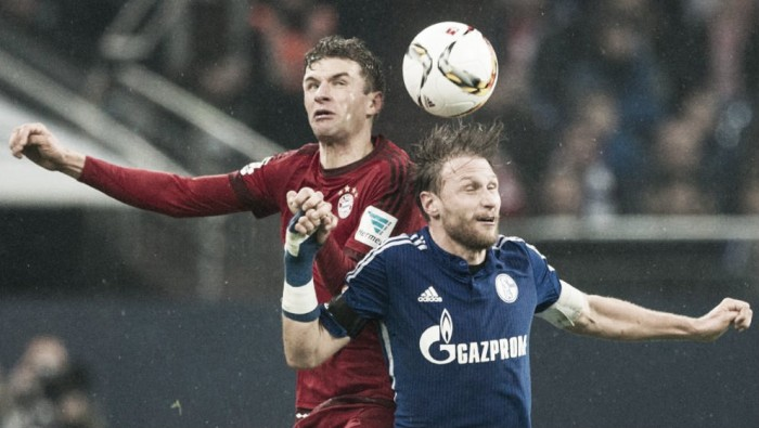 Lewandowski leads Bayern to 2-0 win at Schalke in Bundesliga