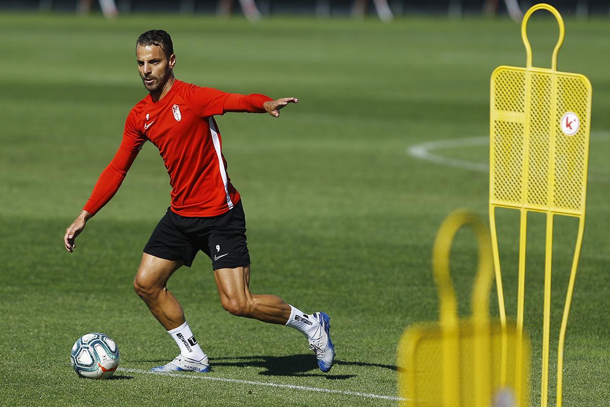 El Granada CF trabaja el remate a portería