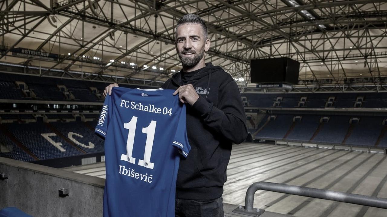 Ex-Hertha, atacante VedadIbisevic assina contrato com Schalke 04