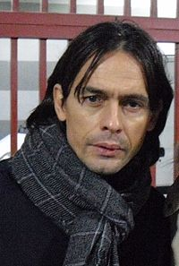 Pippo Inzaghi pasa del césped a los banquillos