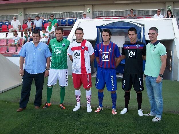 La SD Huesca presenta sus nuevas equipaciones