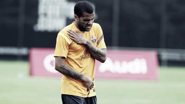 Alves se fractura la clavícula en el entrenamiento y se operará esta tarde