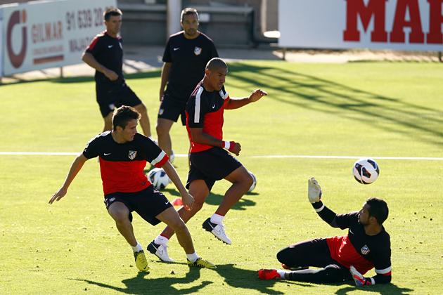 El Atlético de Madrid entrena con la ausencia de siete internacionales