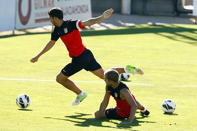 El Atlético se entrena sin internacionales ni canteranos habituales