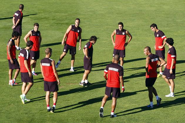 El Atlético de Madrid se entrena con la ausencia de Filipe Luis