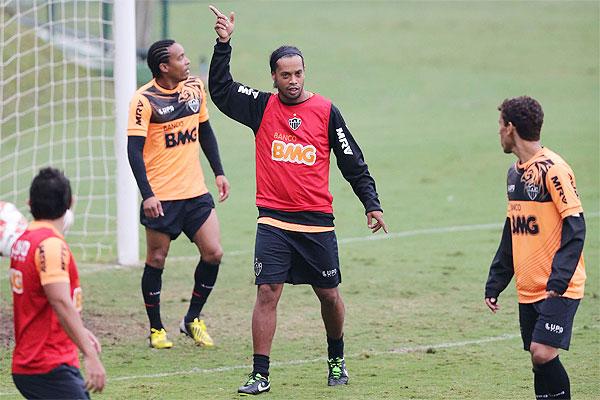 Cuca revela time que joga contra o Grêmio