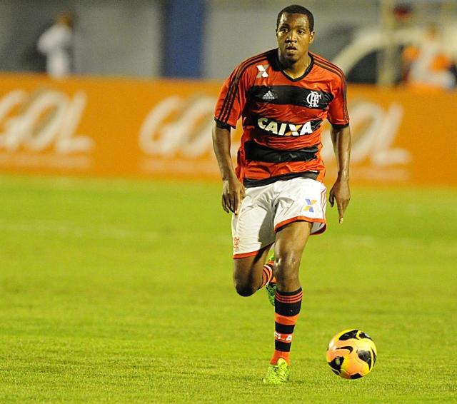 Diretoria do Flamengo rescinde o contrato de Renato Abreu
