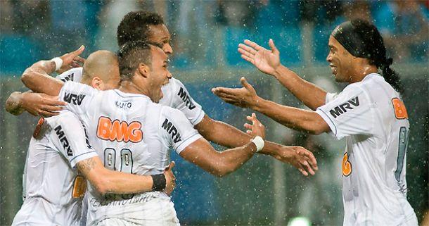 Ex-jogadores do Grêmio, Victor e Ronaldinho Gaúcho exaltam a vitória do Galo