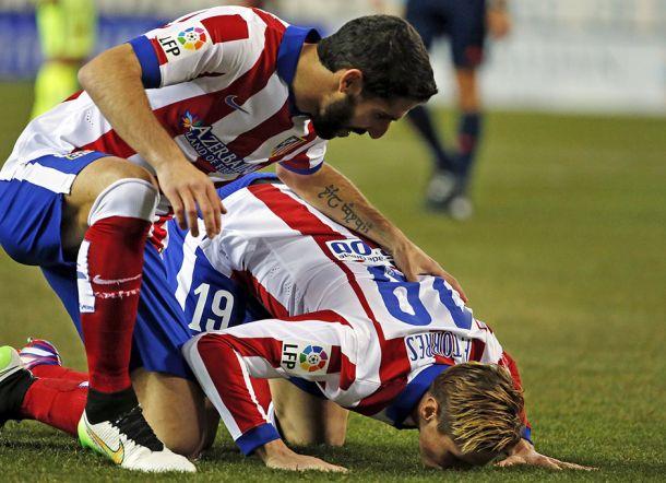 Y Fernando Torres besó el césped del Calderón