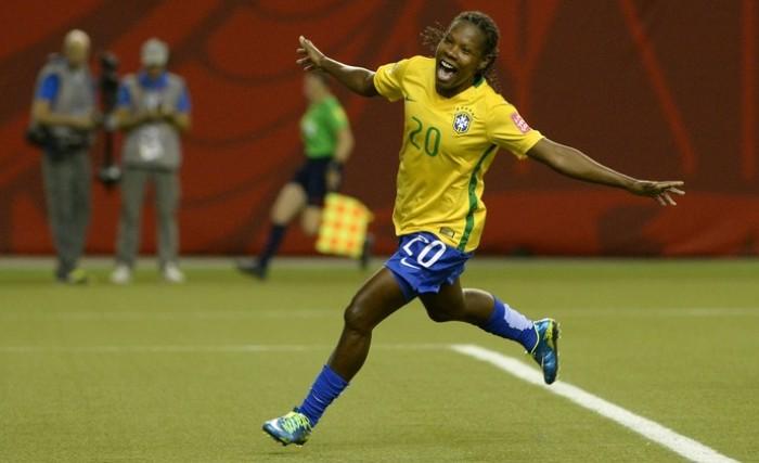 Rumo à Olimpíada: Formiga, a meio-campista da seleção permanente