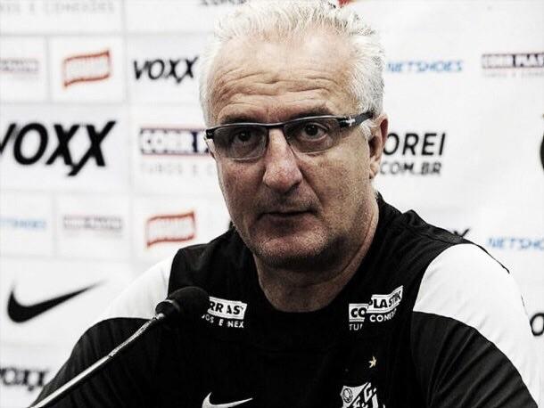 """Gramado da Vila Belmiro preocupa Dorival para a final: """"Teremos um jogo mais físico do que técnico"""""""