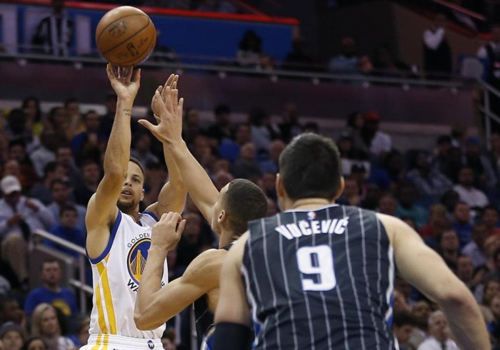 Stephen Curry Breaks Record For Three-Pointers Scored In Consecutive Games
