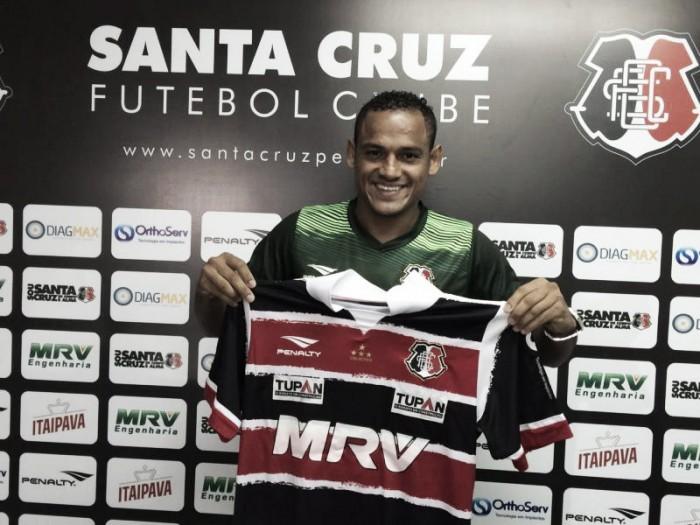 """Experiente, Marcinho acredita que pode render no Santa Cruz: """"Vim para aproveitar oportunidade"""""""