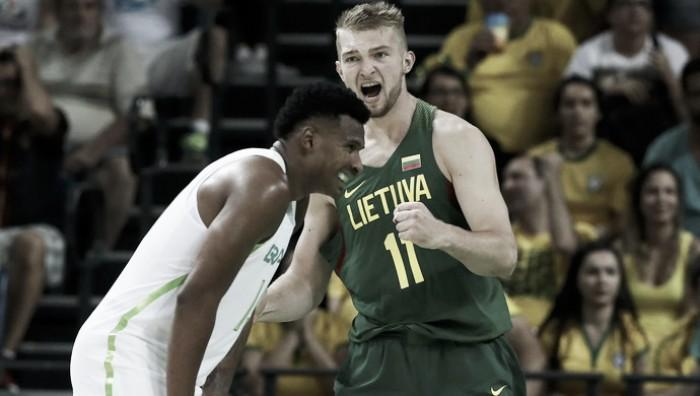Brasil reage no segundo tempo, mas não evita derrota para Lituânia na estreia