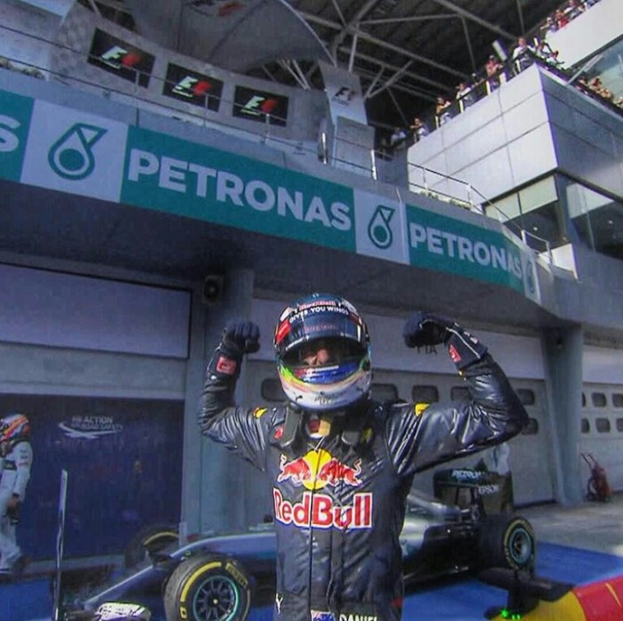 Malesia, Ricciardo vince una folle gara, Hamilton out