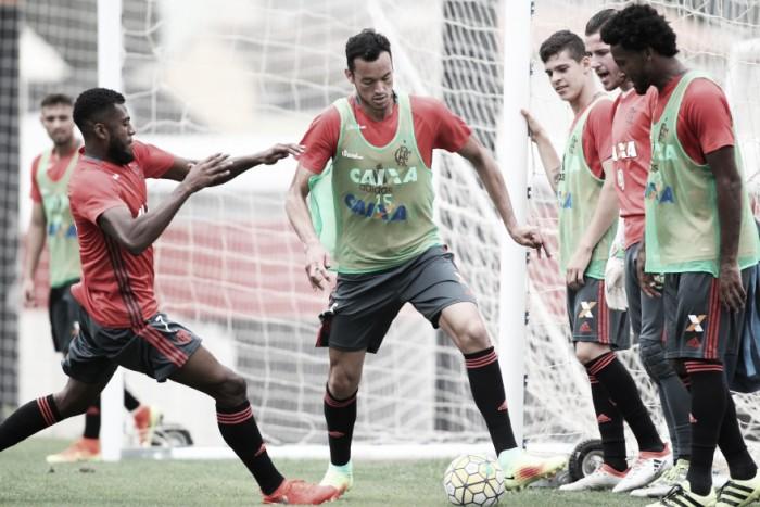 Flamengo enfrenta Ponte Preta buscando encostar na liderança do Brasileirão