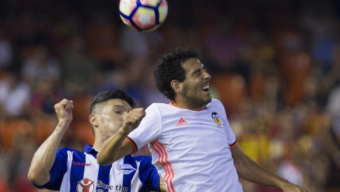 Liga, Parejo regala la prima gioia al Valencia: battuto l'Alaves 2-1