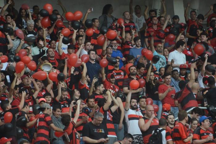 Torcida do Flamengo derruba sistema e esgota setor em menos de 12 horas