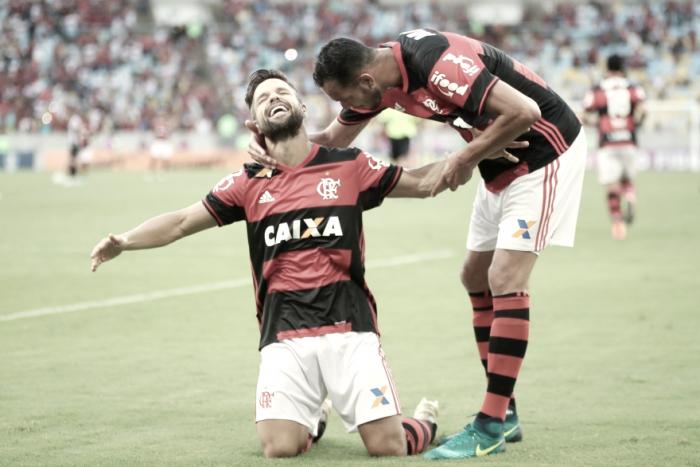 """Zé Ricardo comemora vitória contra Santos e afirma que """"estratégia funcionou"""""""