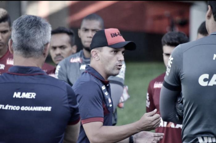 Interino João Paulo Sanches despista sobre efetivação como técnico do Atlético-GO