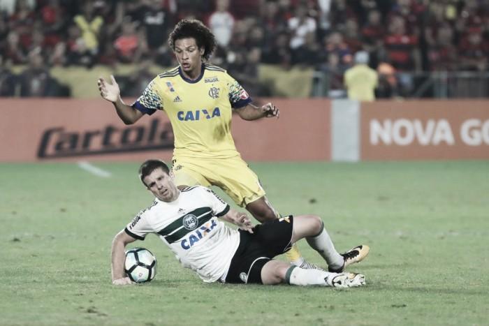 Posições diferentes, situações semelhantes: Coritiba e Flamengo duelam em busca de reabilitação