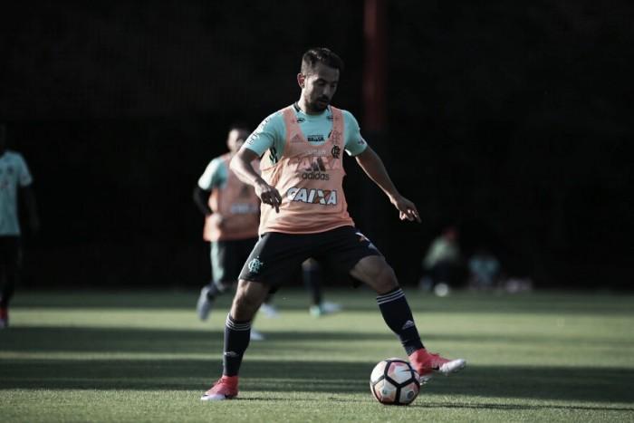 """Éverton Ribeiro pede cautela em duelo contra Palestino: """"Temos que jogar com total atenção"""""""