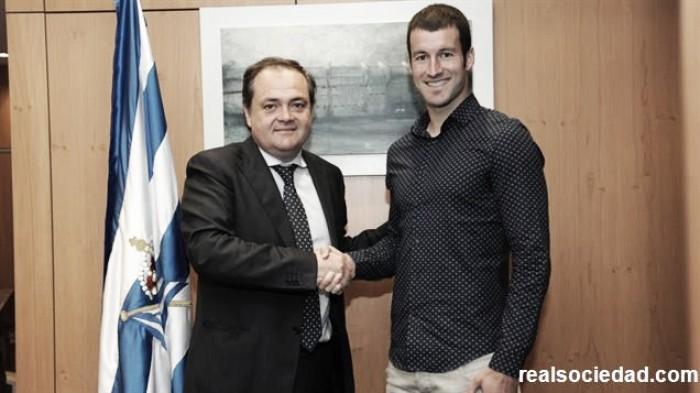Real Sociedad anuncia renovação do atacante Agirretxe por mais duas temporadas