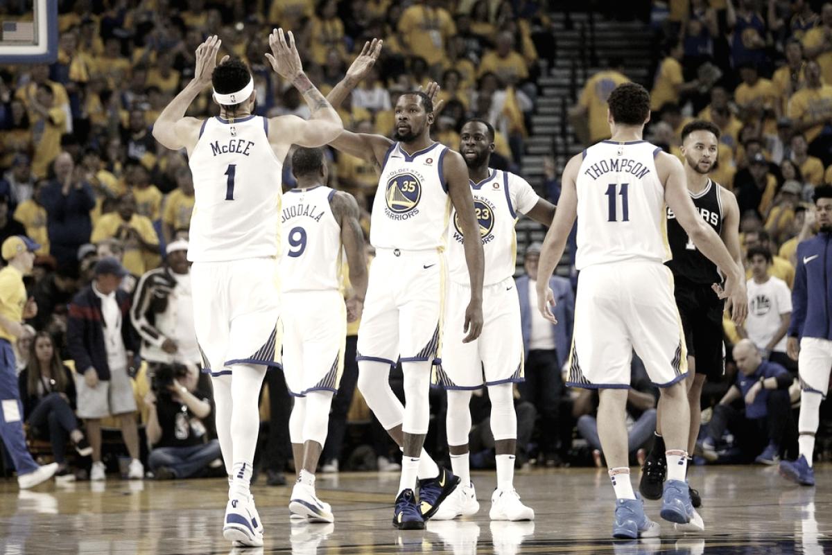 Atual campeão, Warriors vencem Spurs na abertura dos playoffs com grande atuação de Durant