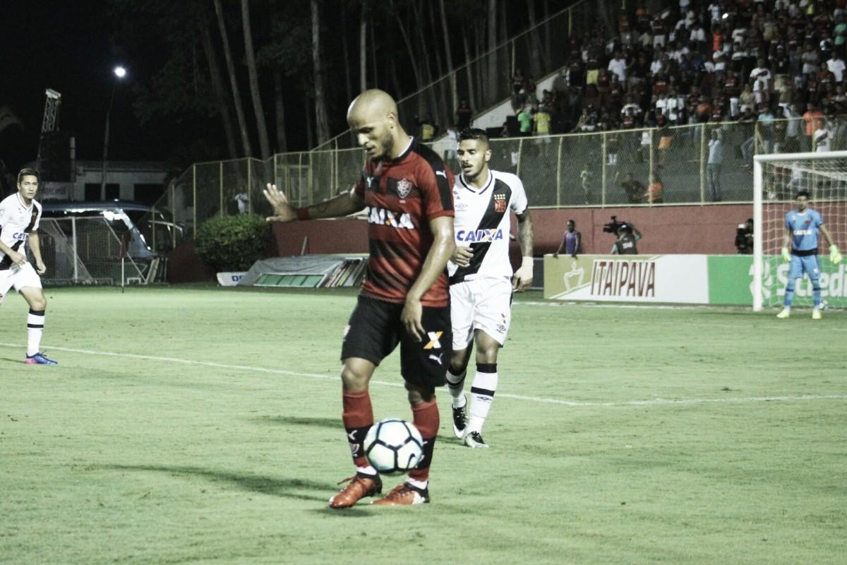 Vasco e Vitória fazem jogo dos opostos pelo Brasileirão