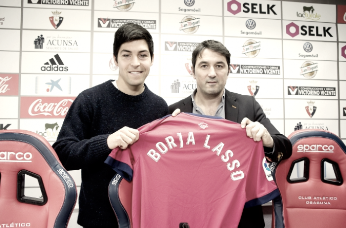 Borja Lasso aterriza en Pamplona