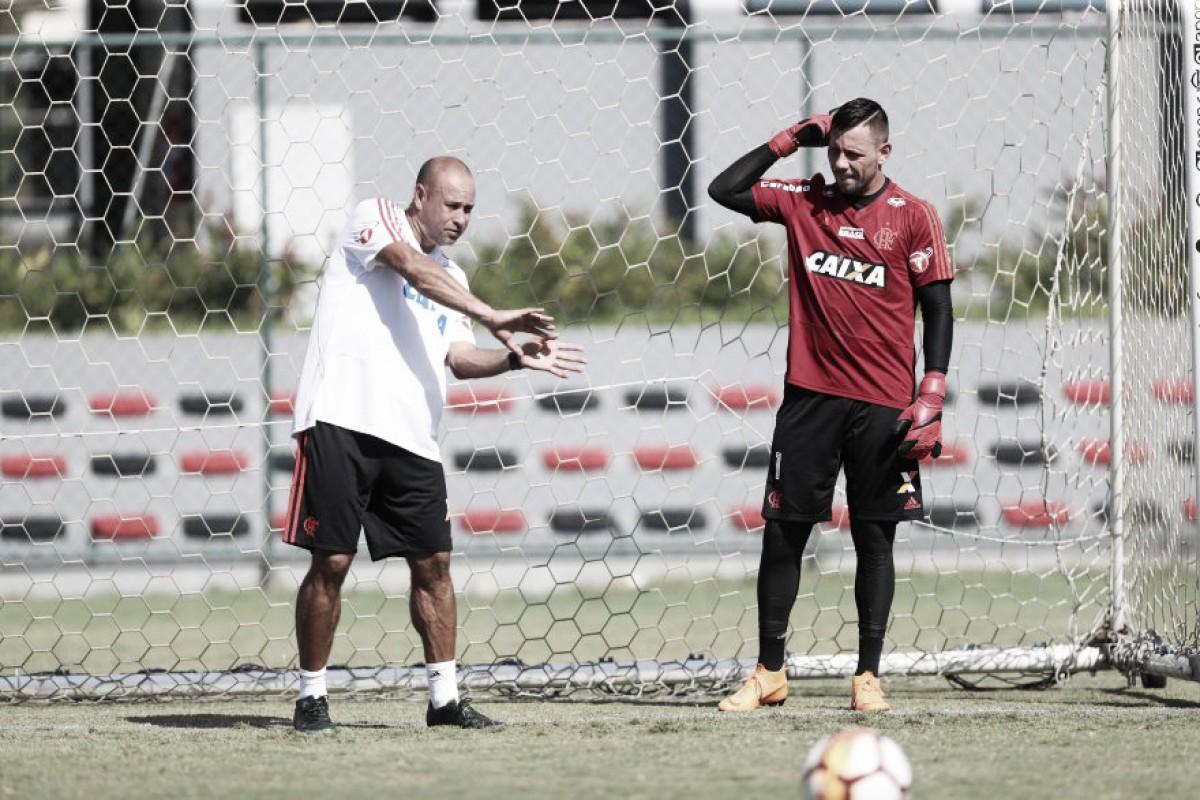 Sem Diego Alves e Rhodolfo, Flamengo viaja para encarar Atlético-GO