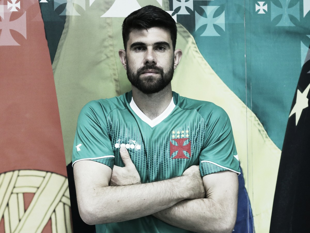 Ex-Vitória, goleiro Fernando Miguel é anunciado como reforço do Vasco