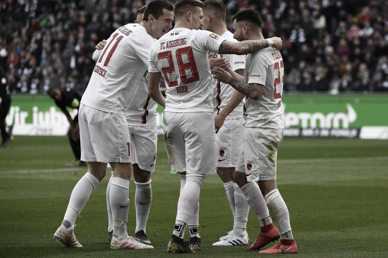 Augsburg vence EintrachtFrankfurt fora de casa e se afasta da zona de rebaixamento
