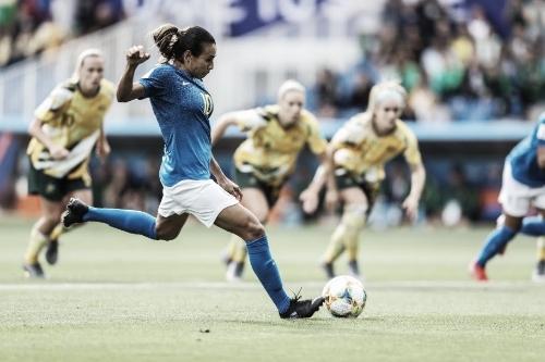 Com lesão na coxa, Marta é cortada e está fora dos jogos da Seleção Brasileira