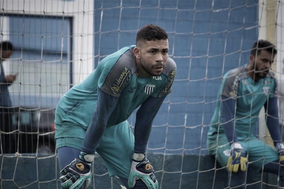 Avaí anuncia retorno de goleiro Vladimir, ex-Santos