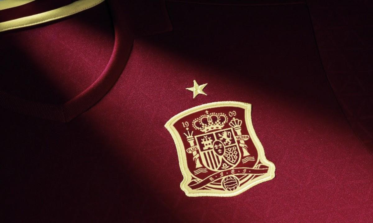 La RFEF enviará las equipaciones de la Selección española a los 12 niños  rescatados de una cb94c9dfcd764