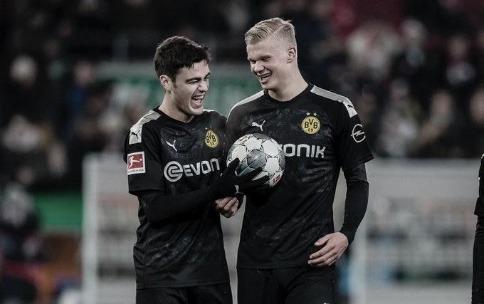 Haaland marca hat-trick na estreia e Borussia Dortmund vira contra Augsburg