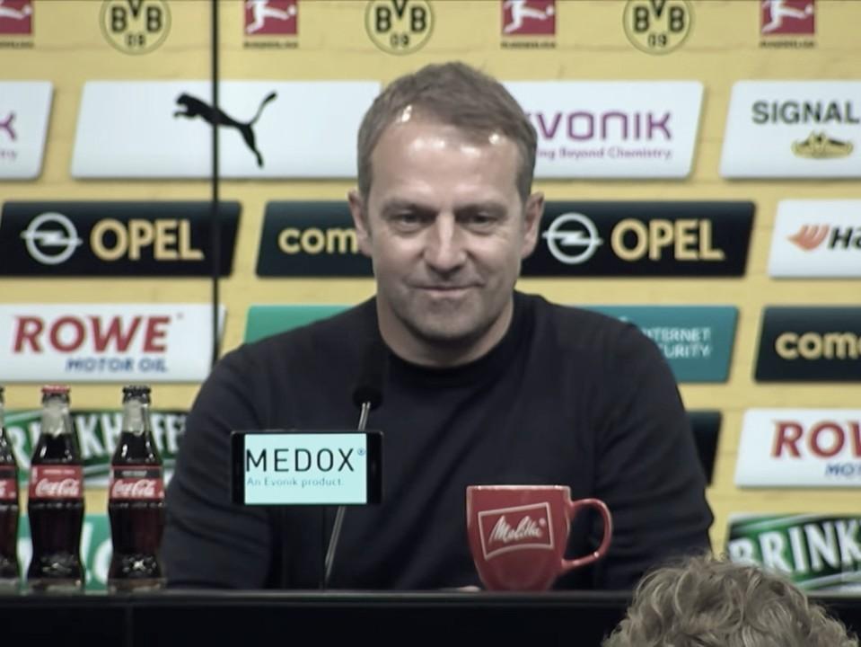 """Hansi Flick comemora vantagem na liderança após vitória do Bayern no clássico: """"Sensação agradável"""""""