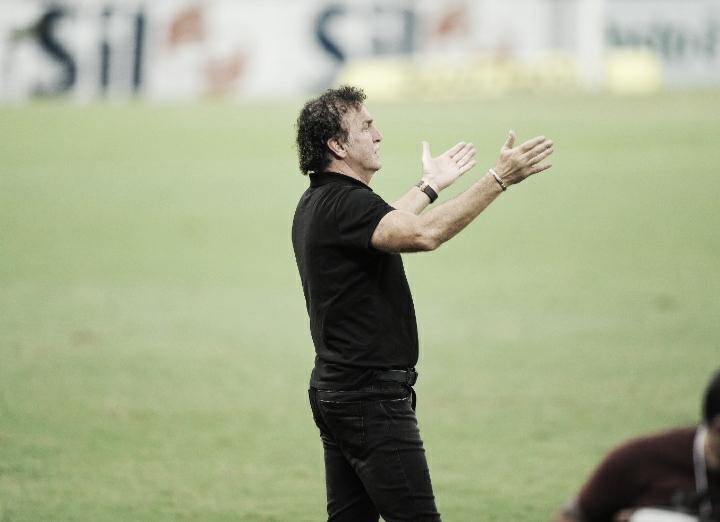 Cuca se mostra satisfeito com primeiro tempo do Santos e explica Soteldo e Sánchez no banco