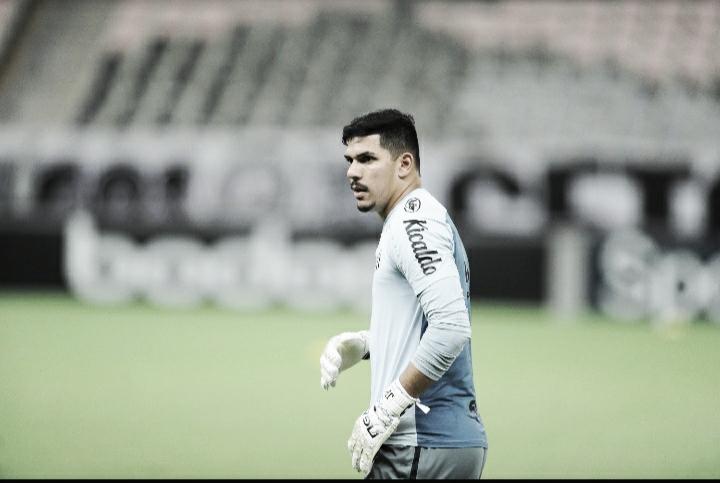 João Paulo admite boa atuação individual, mas destaca empenho coletivo na vitória do Santos