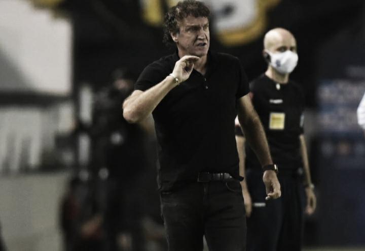 """Cuca lamenta crise política no Santos: """"Querendo ou não, interfere em campo"""""""