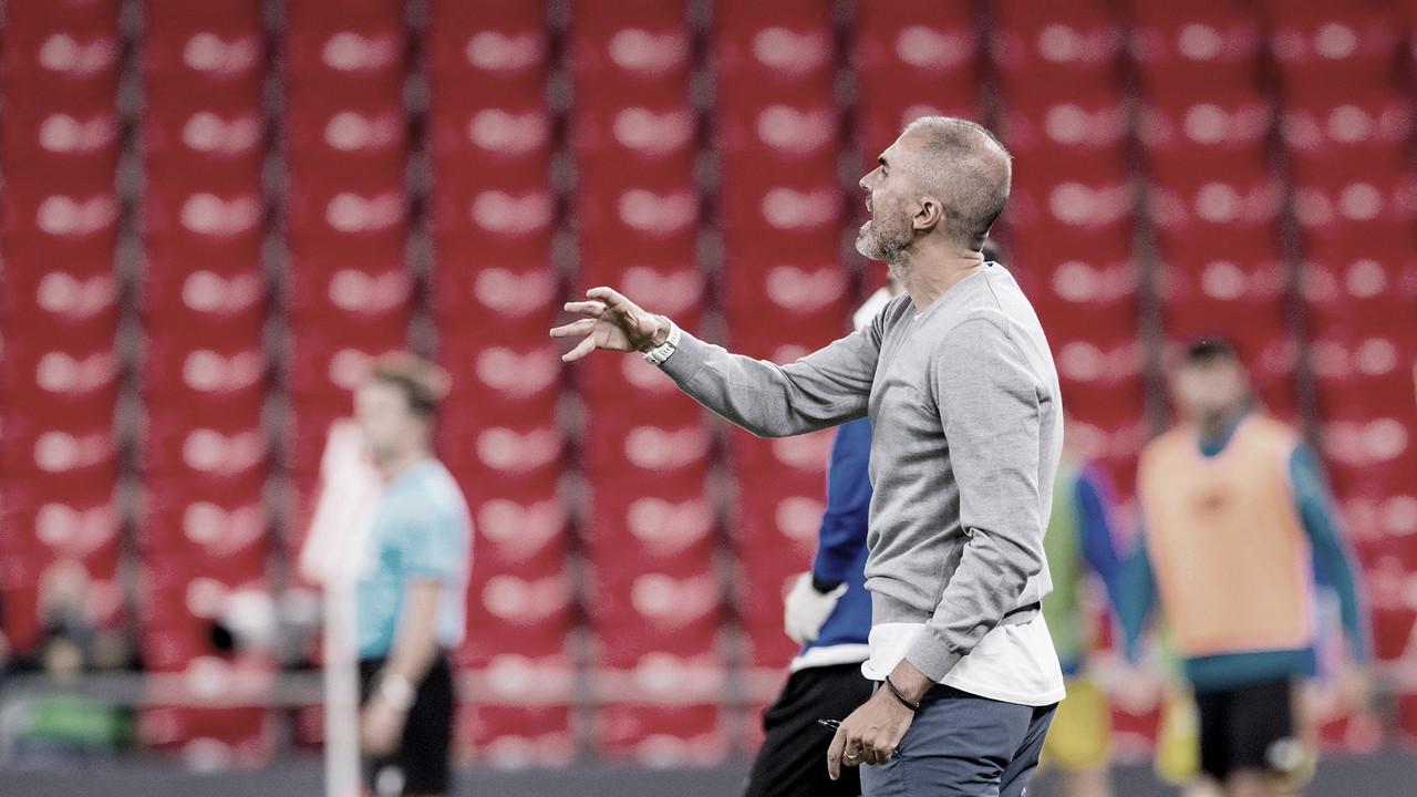 Garitano dando instrucciones frente al Cádiz || Foto: Athletic Club