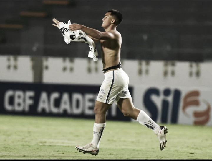 """Marcos Leonardo festeja primeiro gol no profissional do Santos """"Sempre fui um sonhador"""""""
