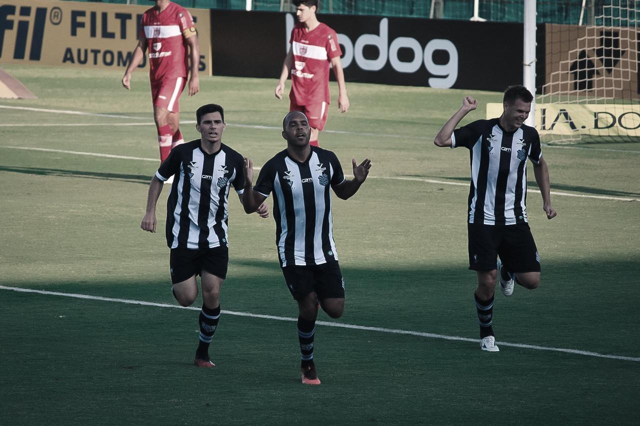 """Elano comemora alívio com vitória do Figueirense sobre CRB: """"Grupo de pessoas comprometidas"""""""