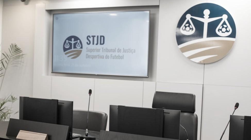 Confiança, Goiás e Vila Nova obtêm liminares no STJD sobre liberação de público