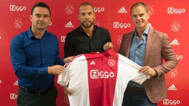 Ajax confirma contratação de John Heitinga
