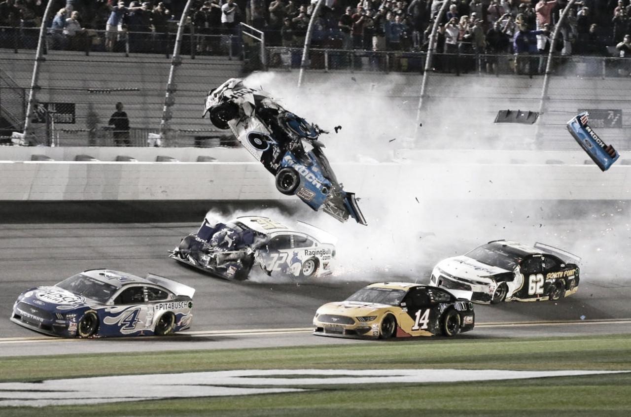 NASCAR Cup: Fuerte accidente en el final de las 500