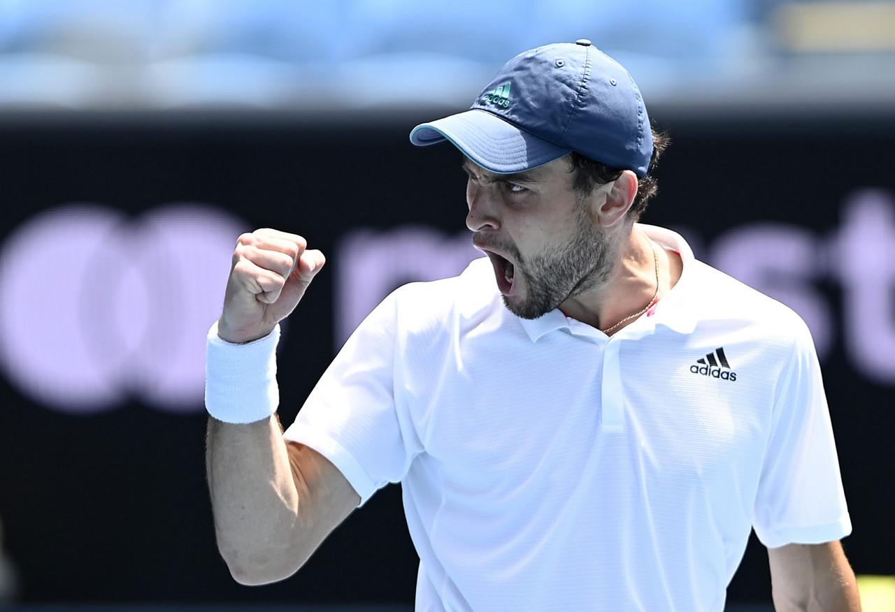 2021 Australian Open: Aslan Karatsev stuns Felix Auger-Aliassime to reach quarterfinals